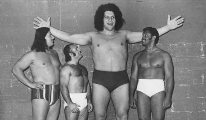 andre-the-giant-next-to-wrestlers.jpg